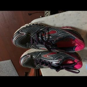 Brooks Running Shoes size 7.5M